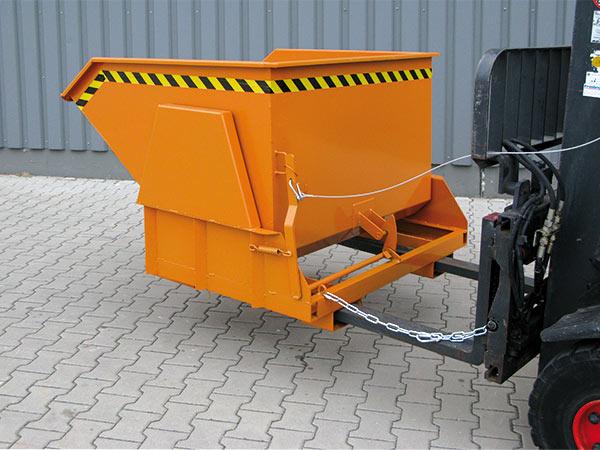 Gabelstapler mit Schwerlast-Kippbehälter 2011 mit Stapler-Einfahrtaschen und Abrutschsicherung